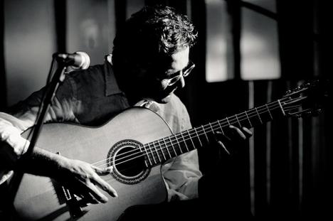 Farshid Soltanshahi & guitar